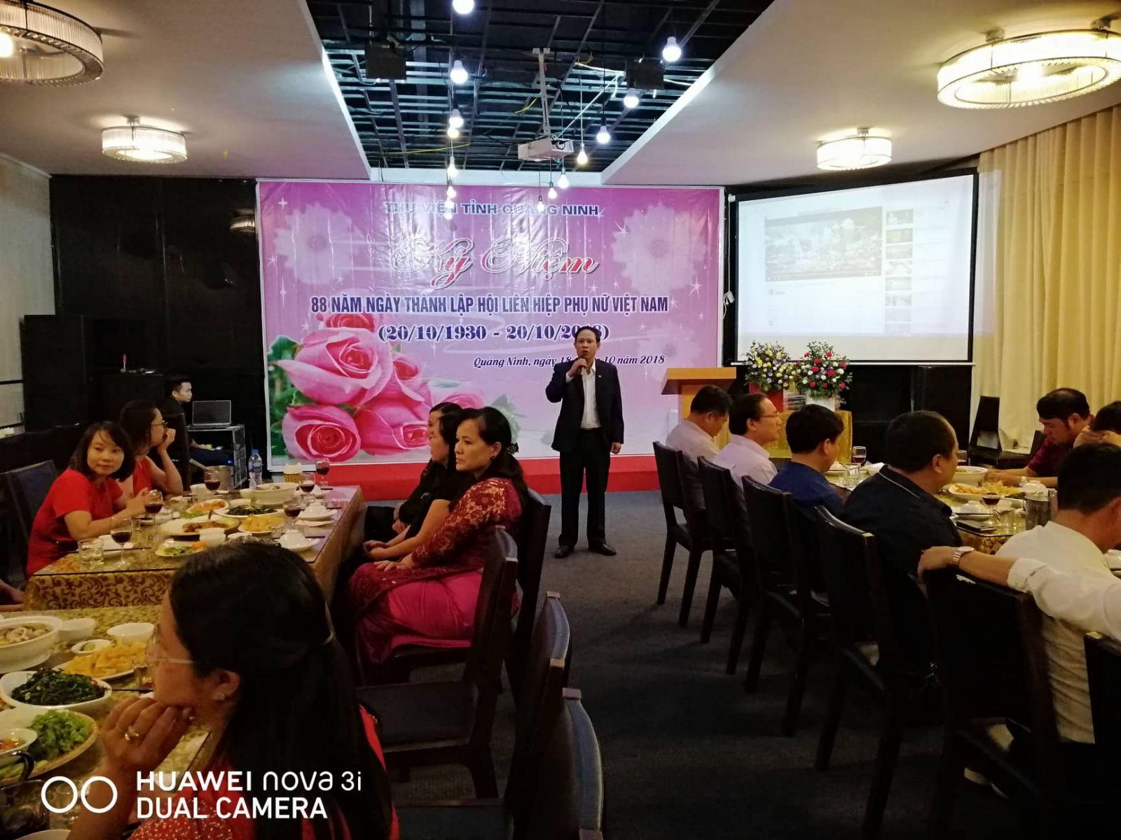Đồng chí Phạm Văn Triển, Phó Giám đốc phụ trách phát biểu chúc mừng CBVCNLĐ nữ Thư viện tỉnh Quảng Ninh