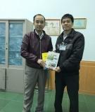 Tiếp nhận sách tặng từ PGS.TS. Hoàng Đức Tuấn